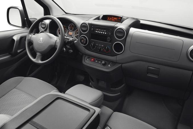 Image 4: Peugeot Partner L1 Diesel 850 1.6 Bluehdi 100 Professional VAN