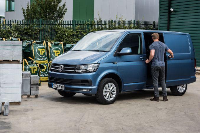 493cddbd81f823 ... Video Review  Volkswagen Transporter T32 LWB Diesel 2.0 TDI BMT 150  Startline VAN DSG ...