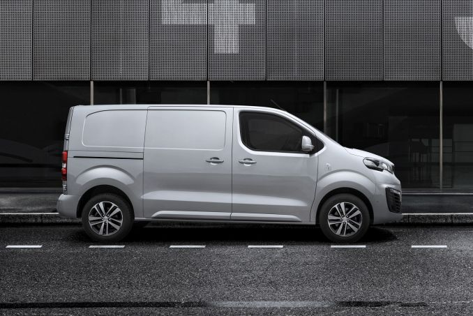 Image 3: Peugeot Expert Long Diesel 1400 2.0 Bluehdi 120 Professional VAN