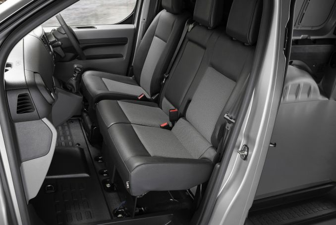 Image 6: Peugeot Expert Standard Diesel 1400 2.0 Bluehdi 120 Professional VAN