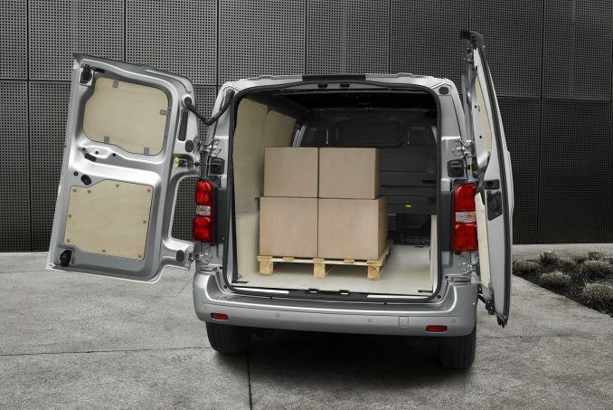 Image 4: Peugeot Expert Standard Diesel 1400 2.0 Bluehdi 120 Professional VAN