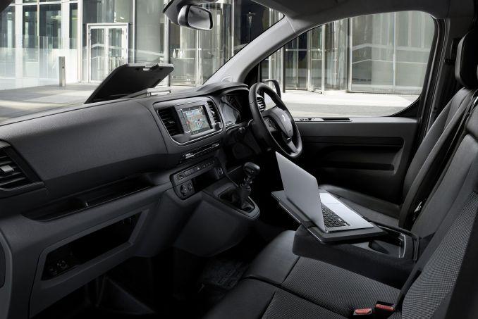 Image 3: Peugeot Expert Standard Diesel 1400 2.0 Bluehdi 120 Professional VAN