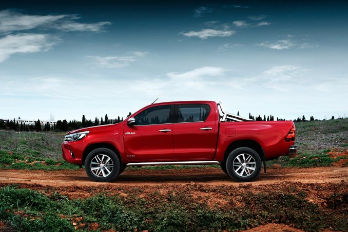 Image 2: Toyota Hilux Diesel Active Pick UP 2.4 D-4D