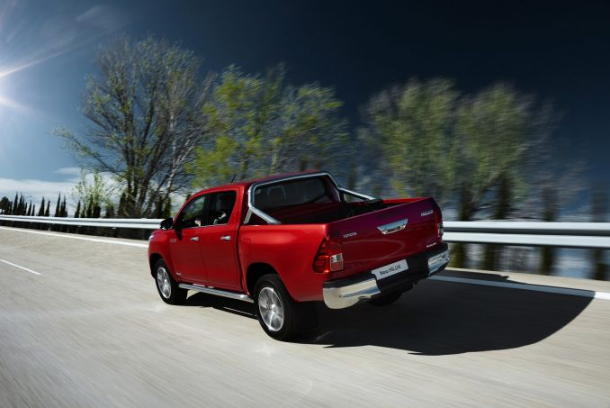 Image 3: Toyota Hilux Diesel Active Pick UP 2.4 D-4D