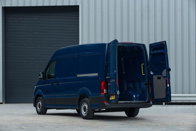 Image 3: Volkswagen Crafter CR30 MWB Diesel 2.0 TDI 102PS Startline High Roof VAN