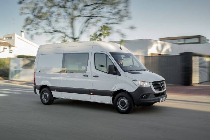 Image 3: Mercedes-Benz Sprinter 211CDI L1 Diesel FWD 3.0T Chassis CAB