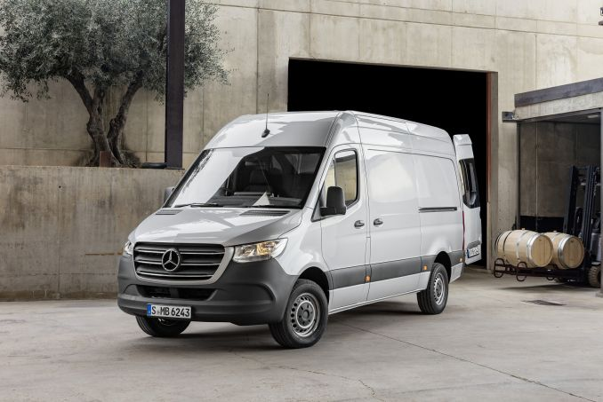Image 1: Mercedes-Benz Sprinter 211CDI L1 Diesel FWD 3.0T Chassis CAB