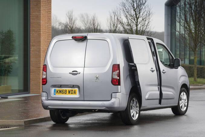Image 4: Peugeot Partner Standard Diesel 1000 1.6 Bluehdi 100 Asphalt VAN