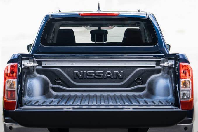 Image 5: Nissan Navara Diesel Double CAB Pick UP Tekna 2.3DCI 190 TT 4WD Auto