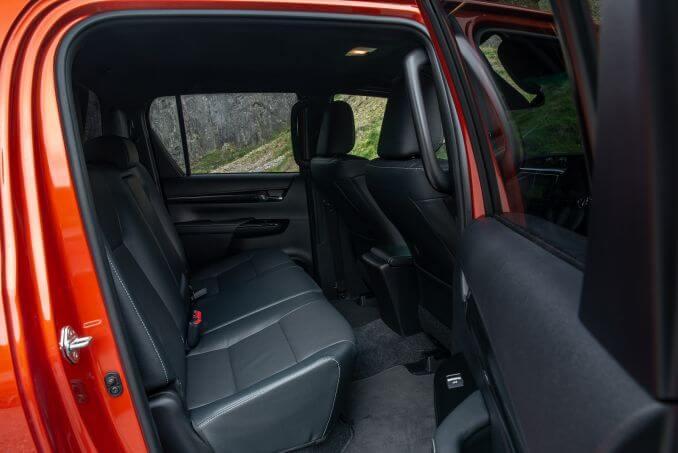 Image 6: Toyota Hilux Diesel Invincible D/CAB P/UP 2.4 D-4D Auto [NAV] 3.5T TOW